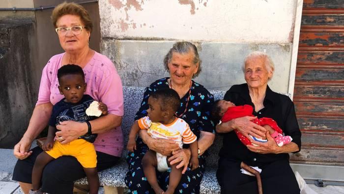 le nonne di campoli i neo nipotini patrimonio dell umanita