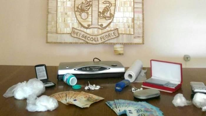 cocaina in auto e a casa arrestato un 57enne