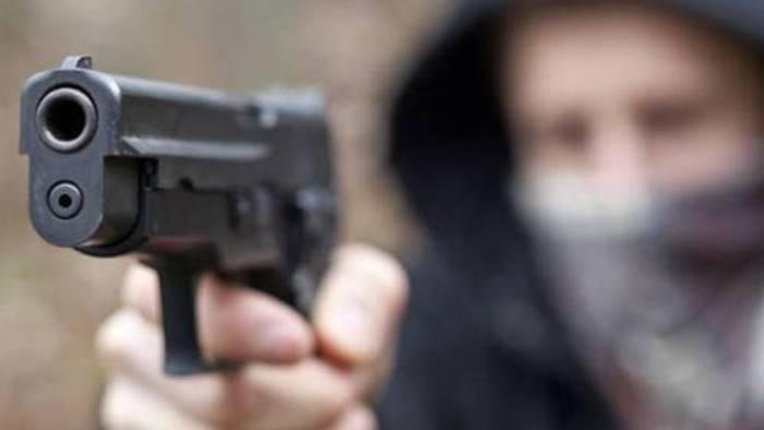 rapina choc pistola puntata contro un bambino per il rolex