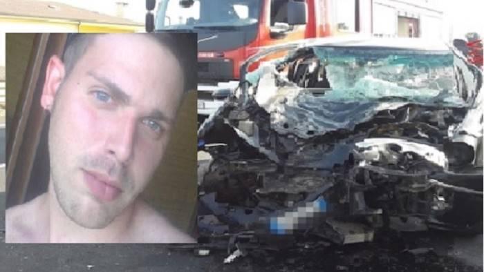 tragedia sull asfalto morti padre e figlio mamma gravissima