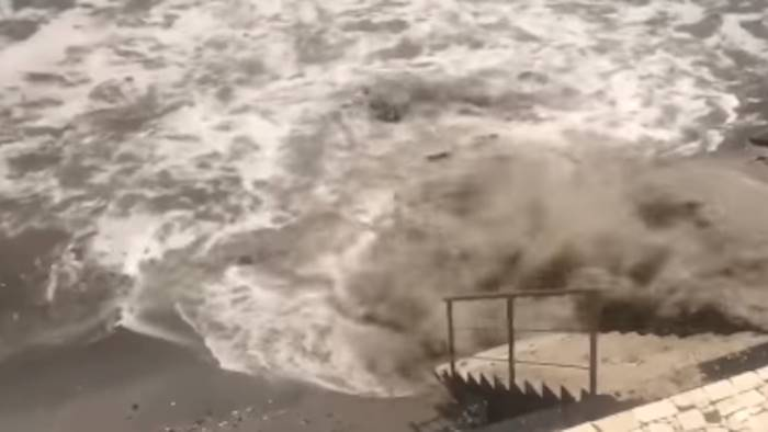 il mare diventa marrone a posillipo un disastro