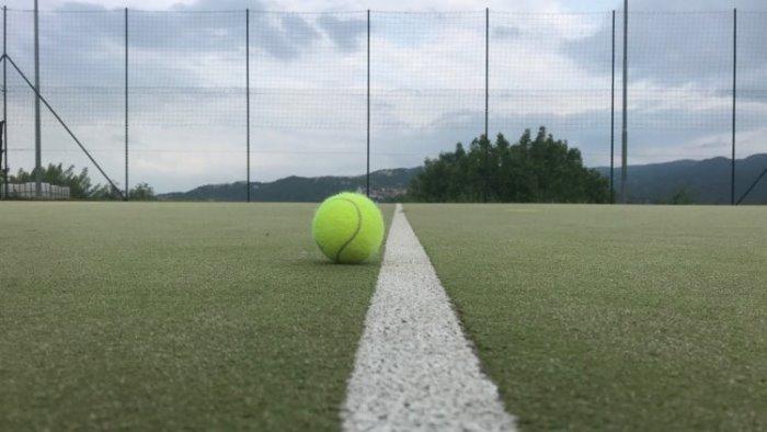 tennis giustino inizia col piede giusto a perugia