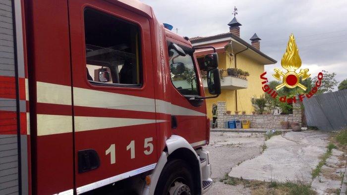 esplosione in un abitazione due feriti