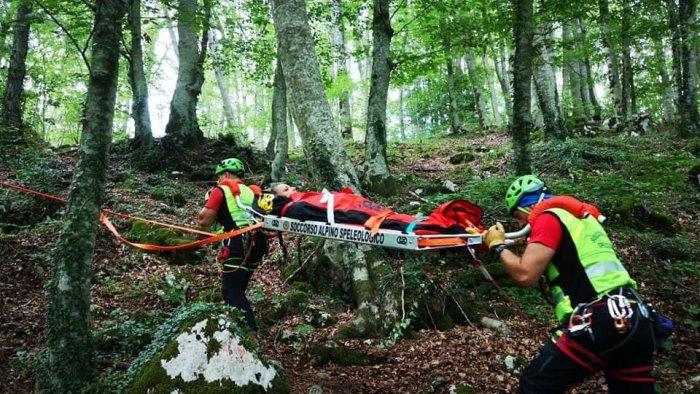 scivola e si fa male soccorsa escursionista alla fiumara