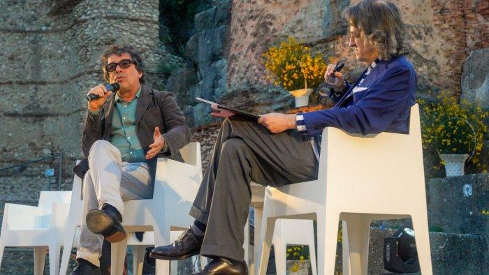 Premio Strega, vince Veronesi con Il colibrì
