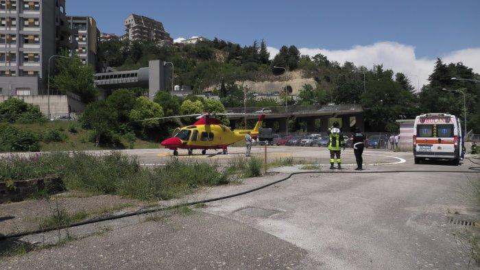 cade da un albero corsa disperata in elicottero per una donna