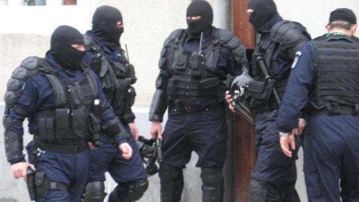 la grecia consegna il capo dei contrabbandieri