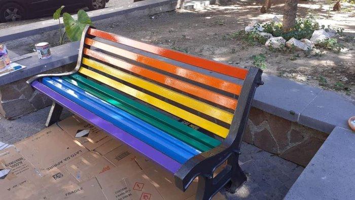 napoli inaugurate nella x municipalita le panchine rainbow