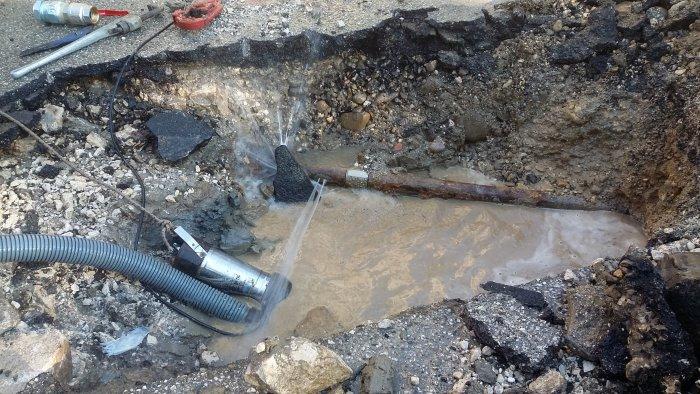 interruzione idrica a causa di una perdita a ponte