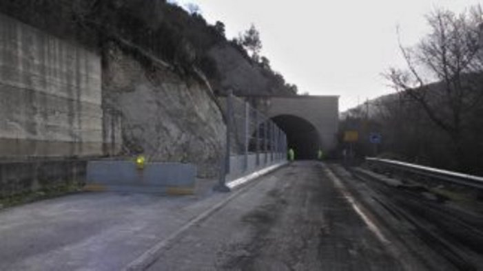 frana uscita galleria ad orsara al via i lavori da oggi chiusa la statale 90