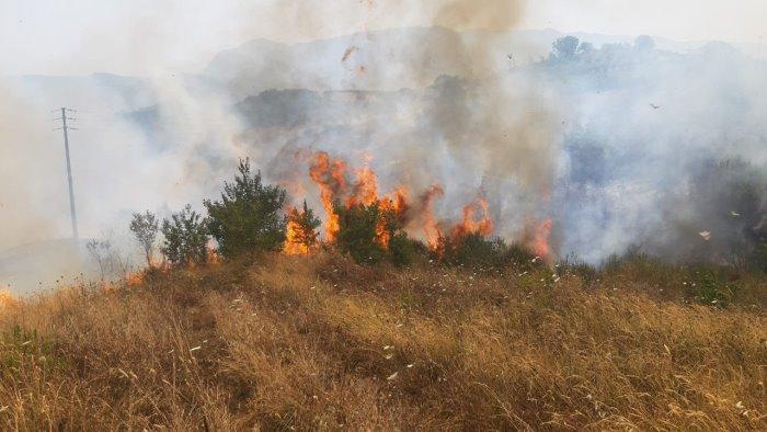 incendio ad apollosa di maria preoccupato appello a segnalare