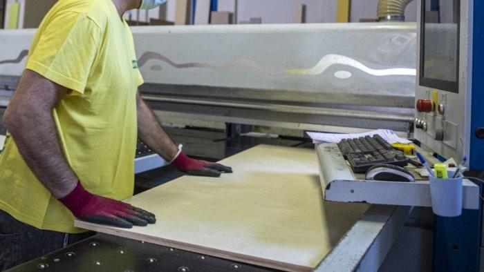 lavoro in calo dipendenti in attesa del rinnovo contrattuale