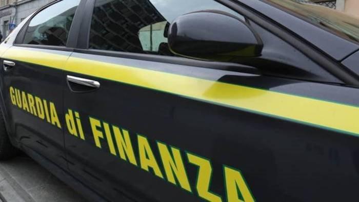 fondi covid ad azienda interdetta per mafia sequestro delle fiamme gialle