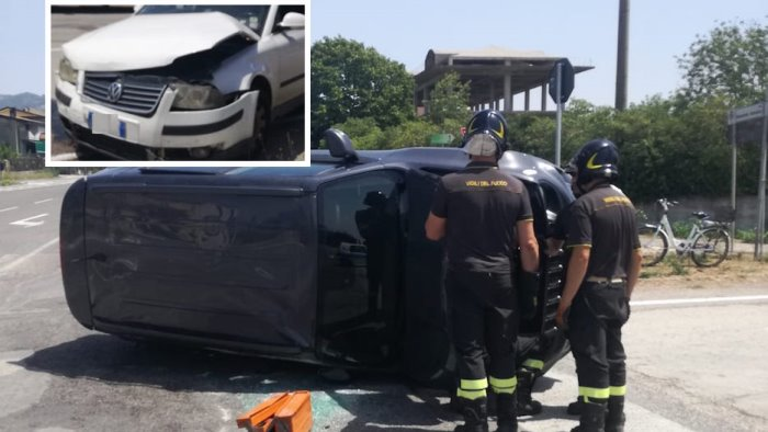scontro tra una jeep e una volkswagen tre feriti e auto ribaltata