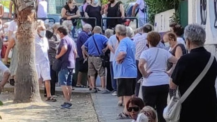 vaccini salerno hub del centro sociale nel caos amministrazione chieda scusa