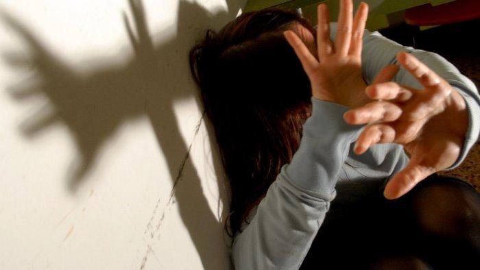 violentata da mio padre poi drogata e abusata anche in una casa famiglia