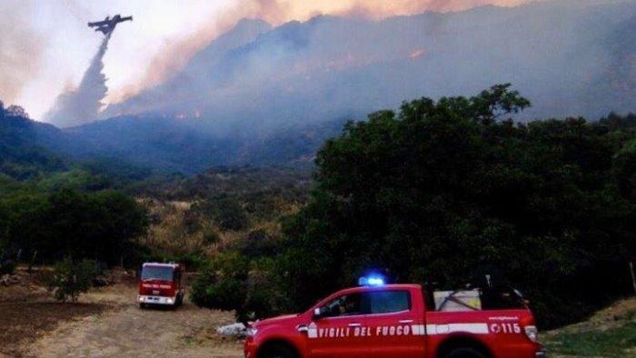 incendi sicilia chiede lo stato di mobilitazione protezione civile al governo