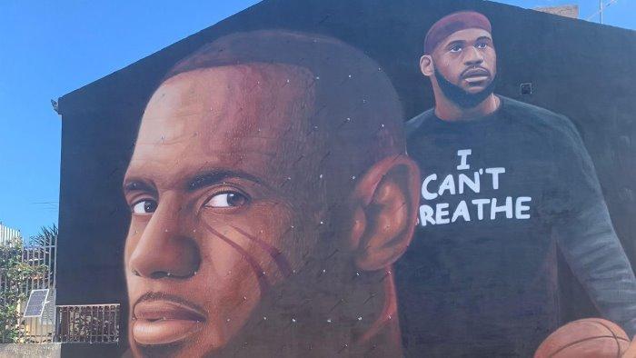 jorit a casapulla per realizzare un murales contro il razzismo