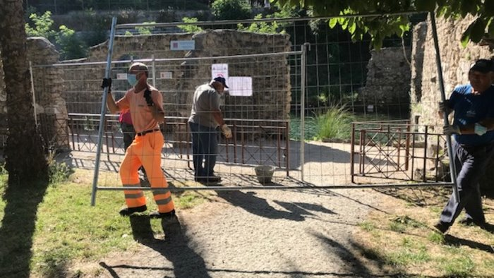 parco jacobelli a telese terme rimosse recinzioni
