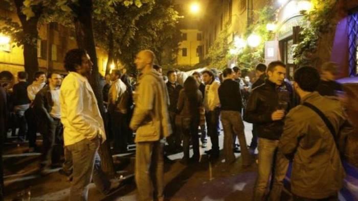 Torre del Greco: infastidito da schiamazzi spara su gruppo di giovani