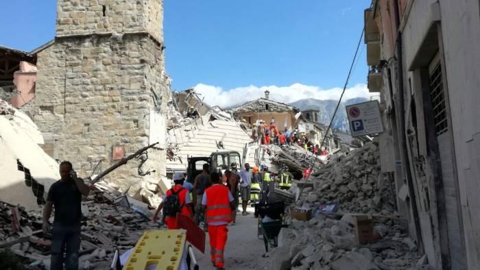 terremoto-i-vigili-del-fuoco-irpini-salvano-vite-ad-amatrice