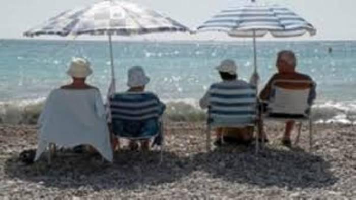 Amorosi: anziani in partenza per il soggiorno climatico ...