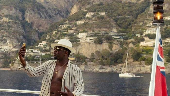 Puff Daddy sbarca in Costiera ea Salerno con il suo yacht