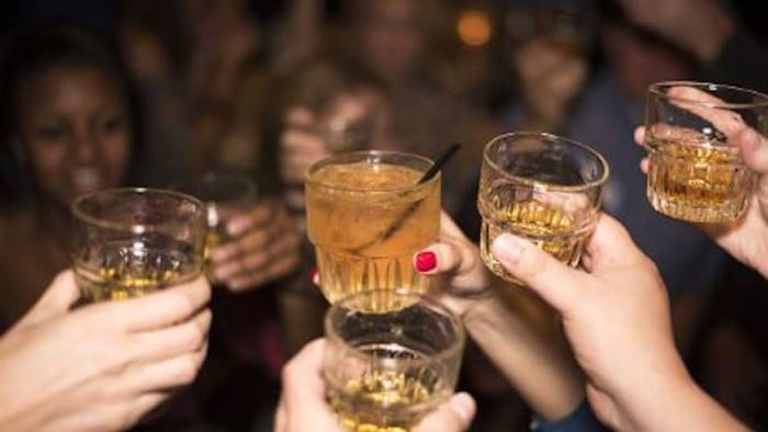 beve fino a svenire 17enne in ospedale