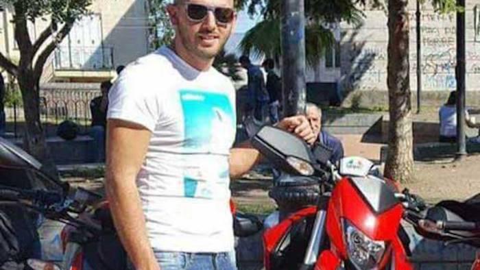 Pagani, moto finisce contro muretto: deceduto centauro