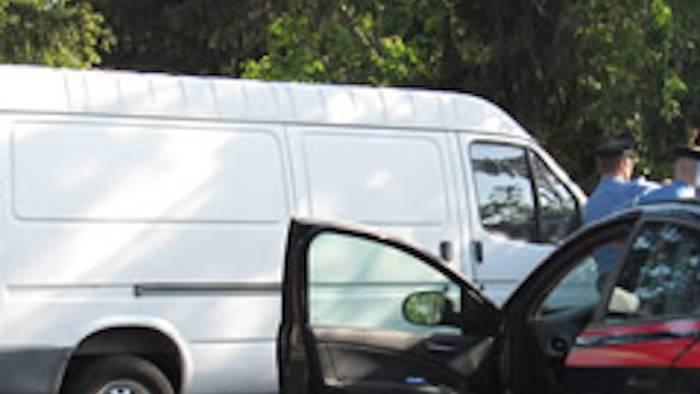 Ha provato a rapire un bimbo, ha un furgone bianco
