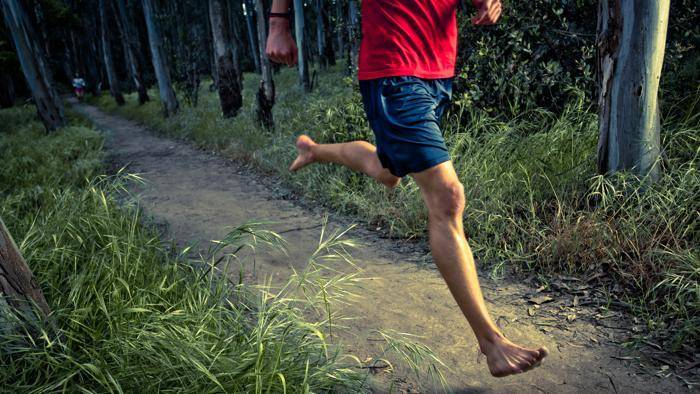 antiche suggestioni al via la corsa a piedi nudi sul monte