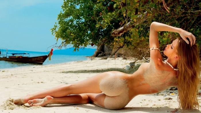 tutti nudi al sole anche tante coppie giovanissime