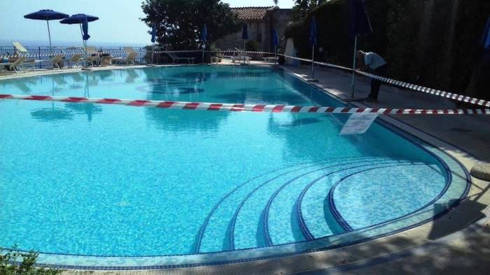 Foto sequestrate le piscine dell 39 hotel di lusso for Piscine di lusso