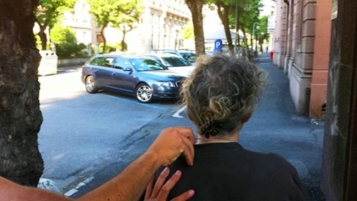 rubano gli occhiali ad una anziana arrestati 2 extracomunitari