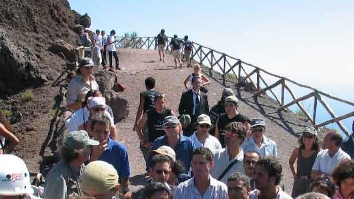 mann reggia e vesuvio boom di turisti a ferragosto