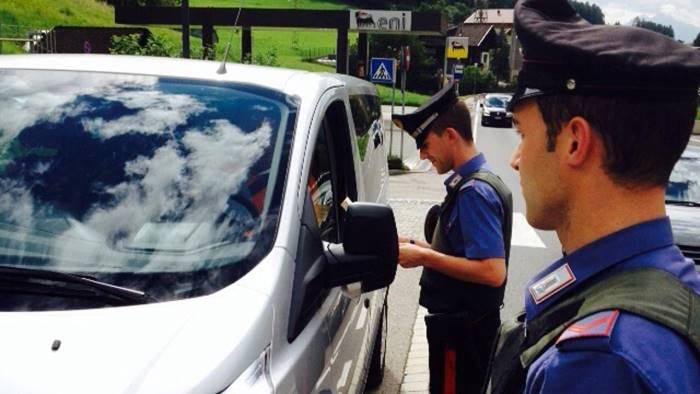 droga coltelli e lidi fuorilegge il blitz dei carabinieri