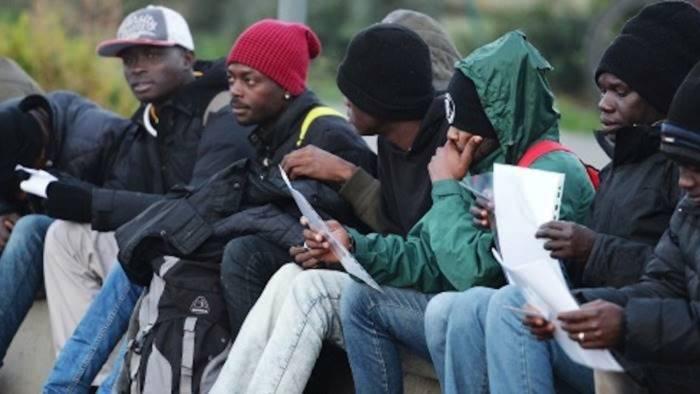 migranti la prefettura revoca il bando per 3mila nuovi arrivi