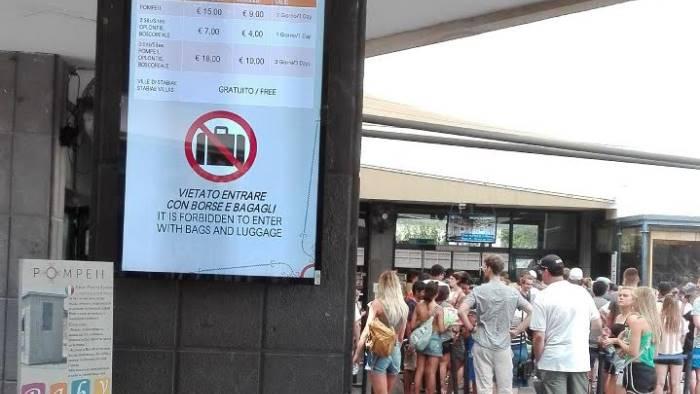 pompei 13 monitor agli ingressi per informare i turisti