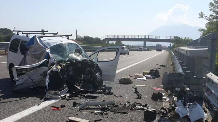 esodo da incubo sull a2 incidente mortale in autostrada