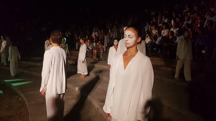 i pagliacci incantano teatro romano creta soddisfattissimo