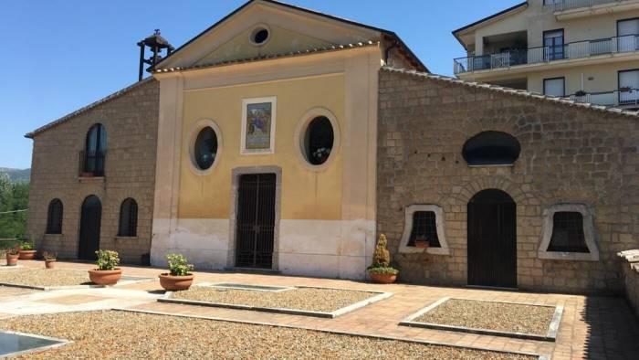 riapre la chiesa maria santissima di costantinopoli