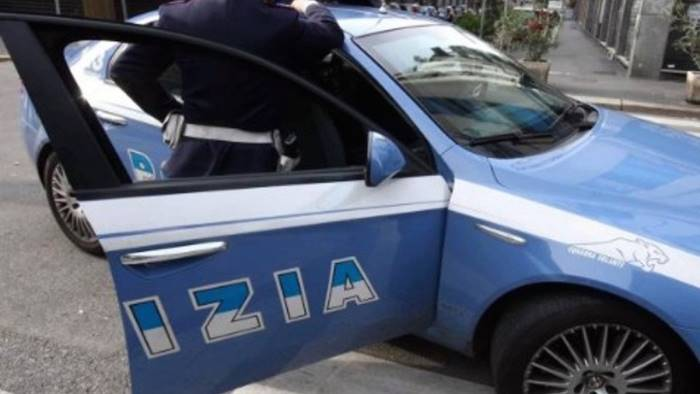 rissa tra due coniugi in strada a salerno