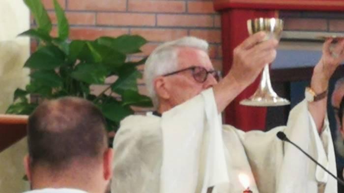 chiesa gremita per 50esimo di sacerdozio di don alfonso