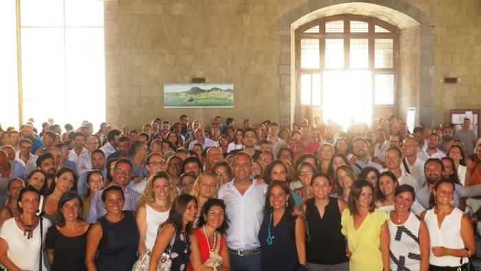 napoli il sindaco incontra i nuovi 350 lavoratori assunti