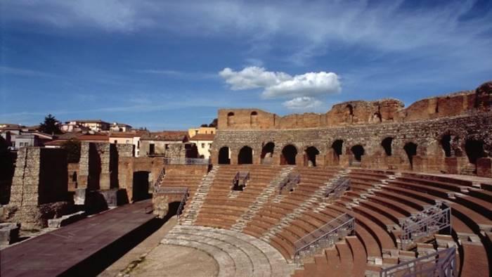teatro romano e museo caudino aperti anche di sera