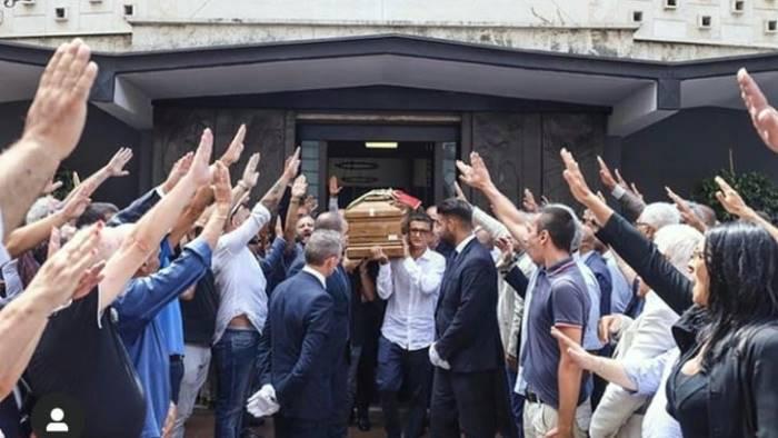 saluti romani al funerale di rastrelli