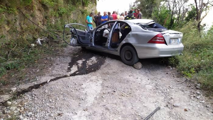 auto con 4 persone precipita in un dirupo terrore a giovi