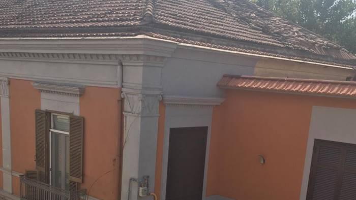 esplode bombola di gas distrutto il tetto di un palazzo