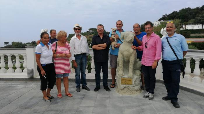 inaugurata la statua dedicata a nicoletta