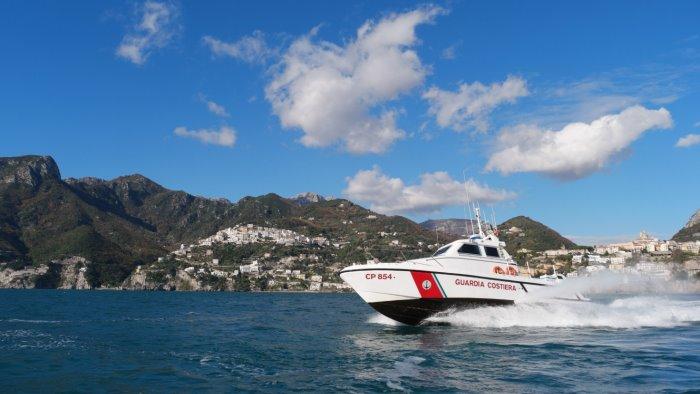 sub 80enne salvato dalla guardia costiera a vietri sul mare
